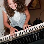 Madarász Zsuzsi (...aki gyönyörűen zongorázik)